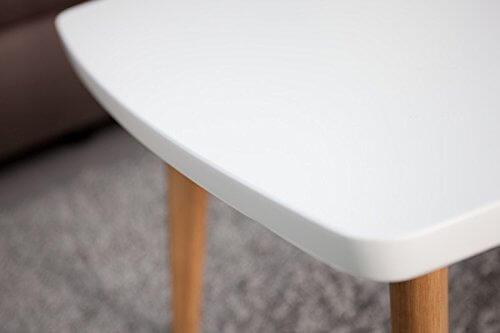 Nahaufnahme einer Tischplatte im Mid Century Modern Design