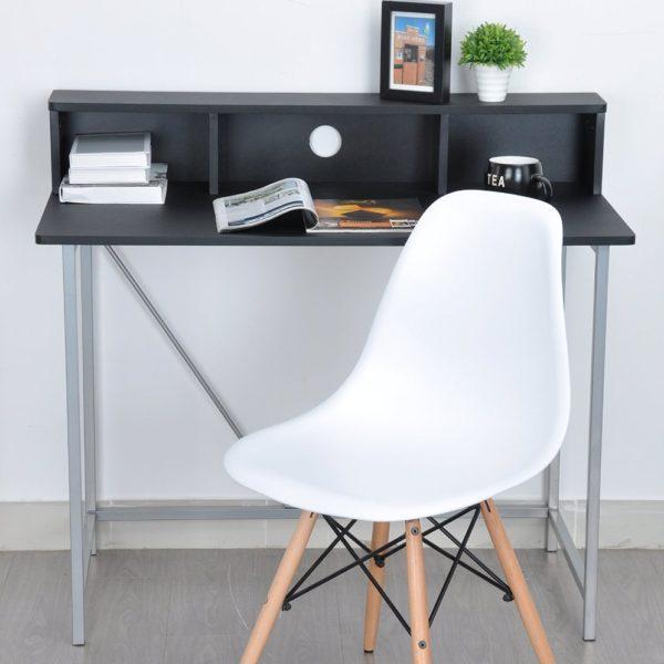 Esszimmerstuhl vor Schreibtisch