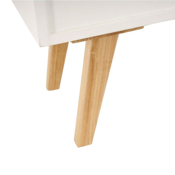 Nahaufnahme der Beine des Sideboards