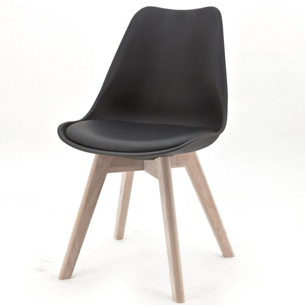 Stuhl mit Massivholzbeinen und Kunststoffschale