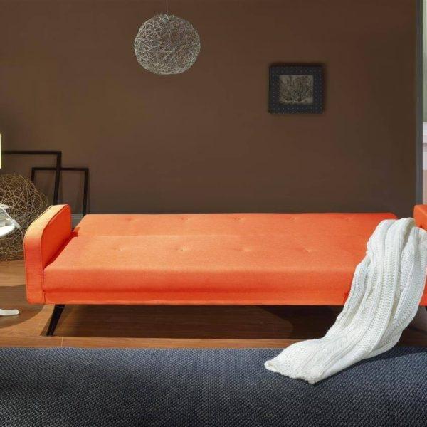 Rotes Sofa ausgeklappt