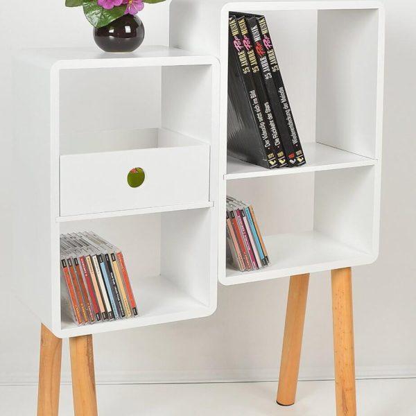 Loungeregal mit mehr Büchern