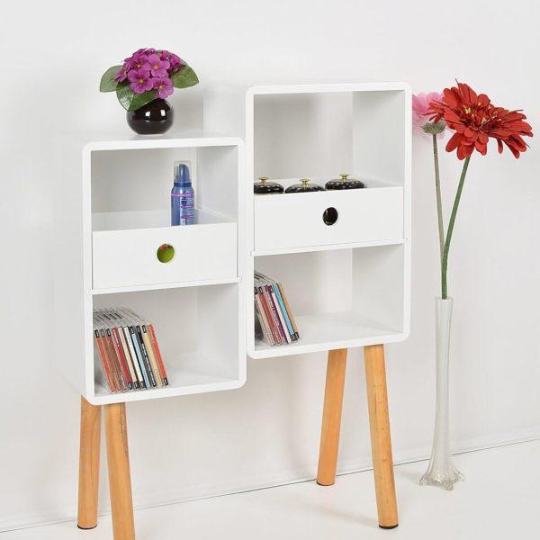 Lounge Regal und Blumen