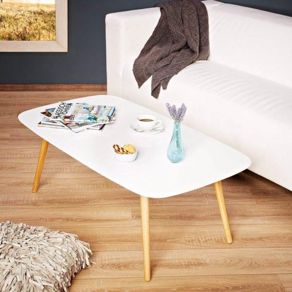 Mid Century Modern Design Couchtisch steht im Raum