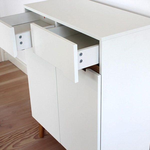 Sideboard im Mid Century Modern Design mit offenen Schubladen