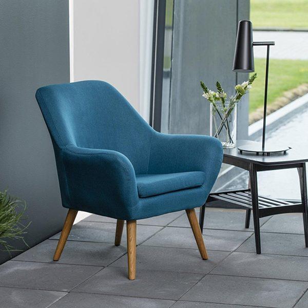 Loungestuhl im elegant eingerichteten Raum