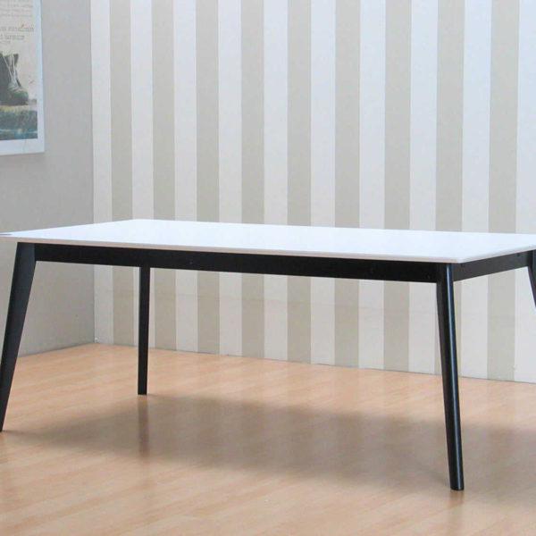 Inger Mid Century Design Esstisch weiss im Raum
