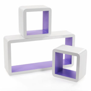 Cube Regal mit lila Innenflächen